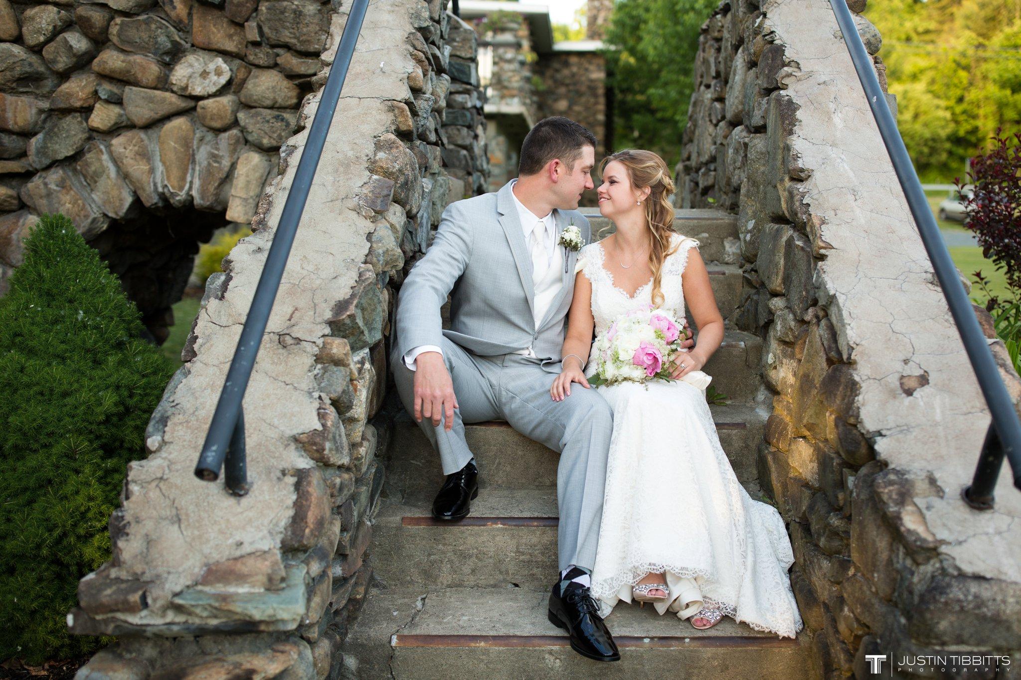crooked-lake-house-wedding-photos-with-agata-and-seth_0117