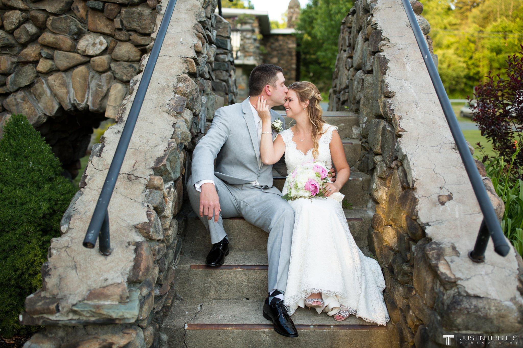 crooked-lake-house-wedding-photos-with-agata-and-seth_0118
