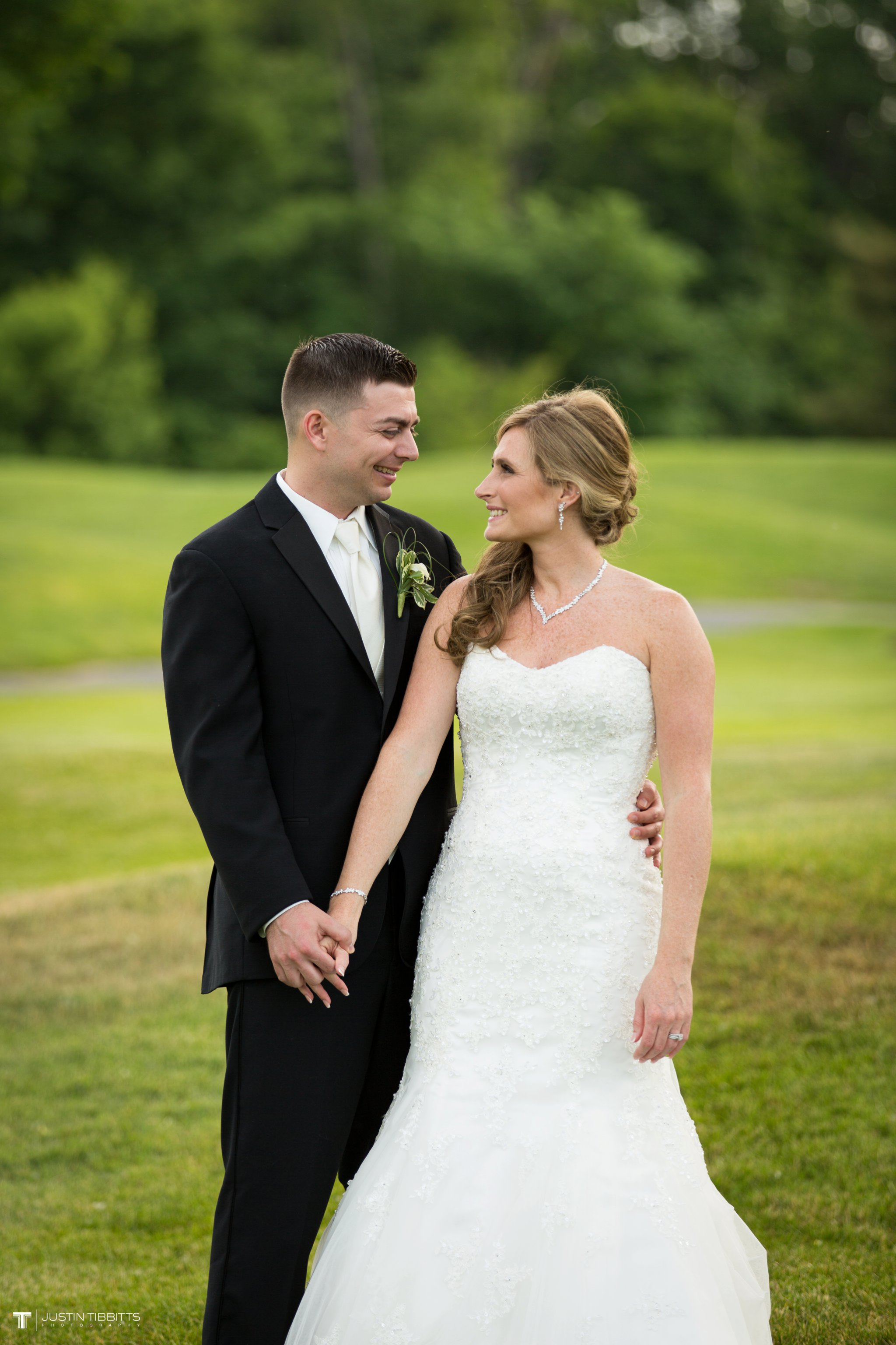 shaker-ridge-country-club-wedding-photos-with-amanda-and-jeff_0065