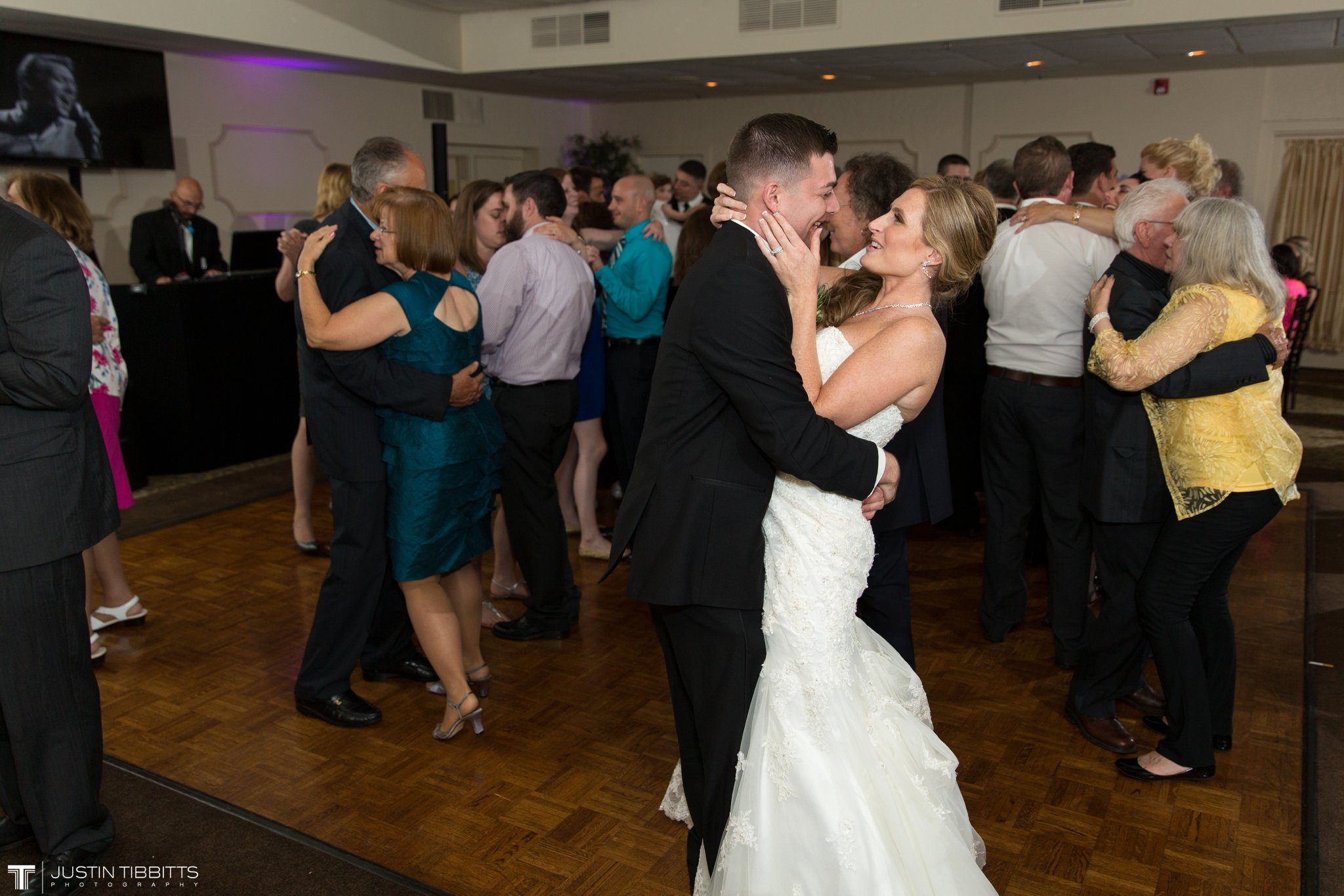 shaker-ridge-country-club-wedding-photos-with-amanda-and-jeff_0085