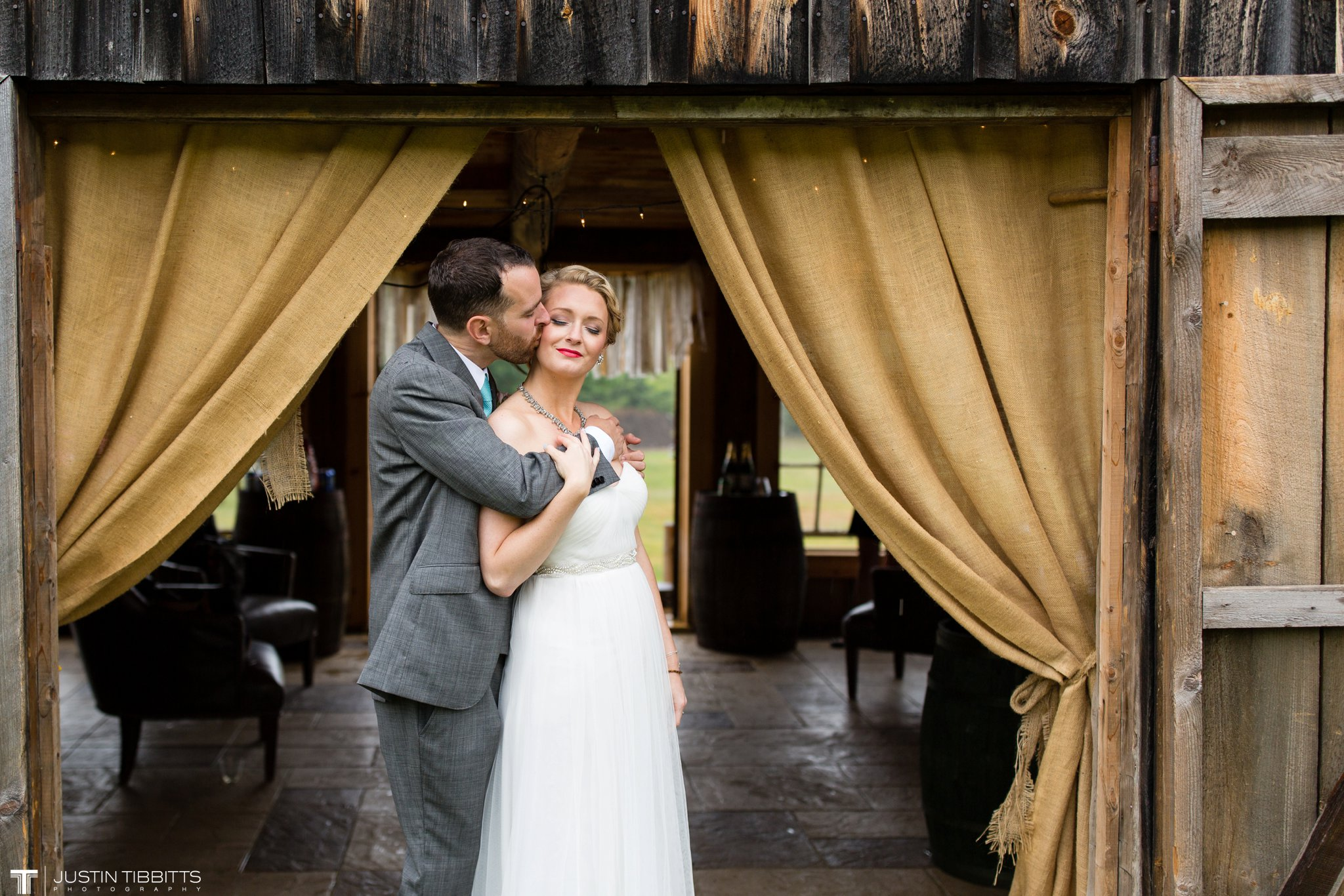 burlap-and-beams-wedding-photos-with-joran-and-molly_0088