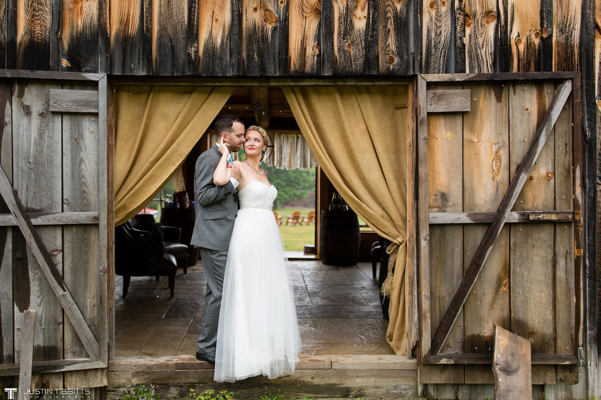 burlap-and-beams-wedding-photos-with-joran-and-molly_0092