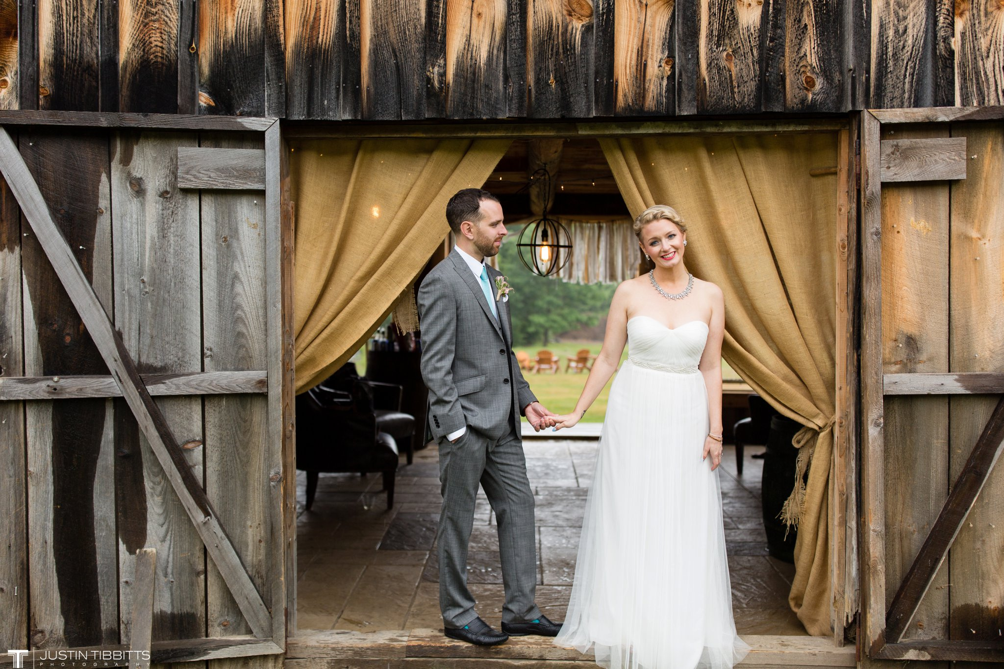 burlap-and-beams-wedding-photos-with-joran-and-molly_0093