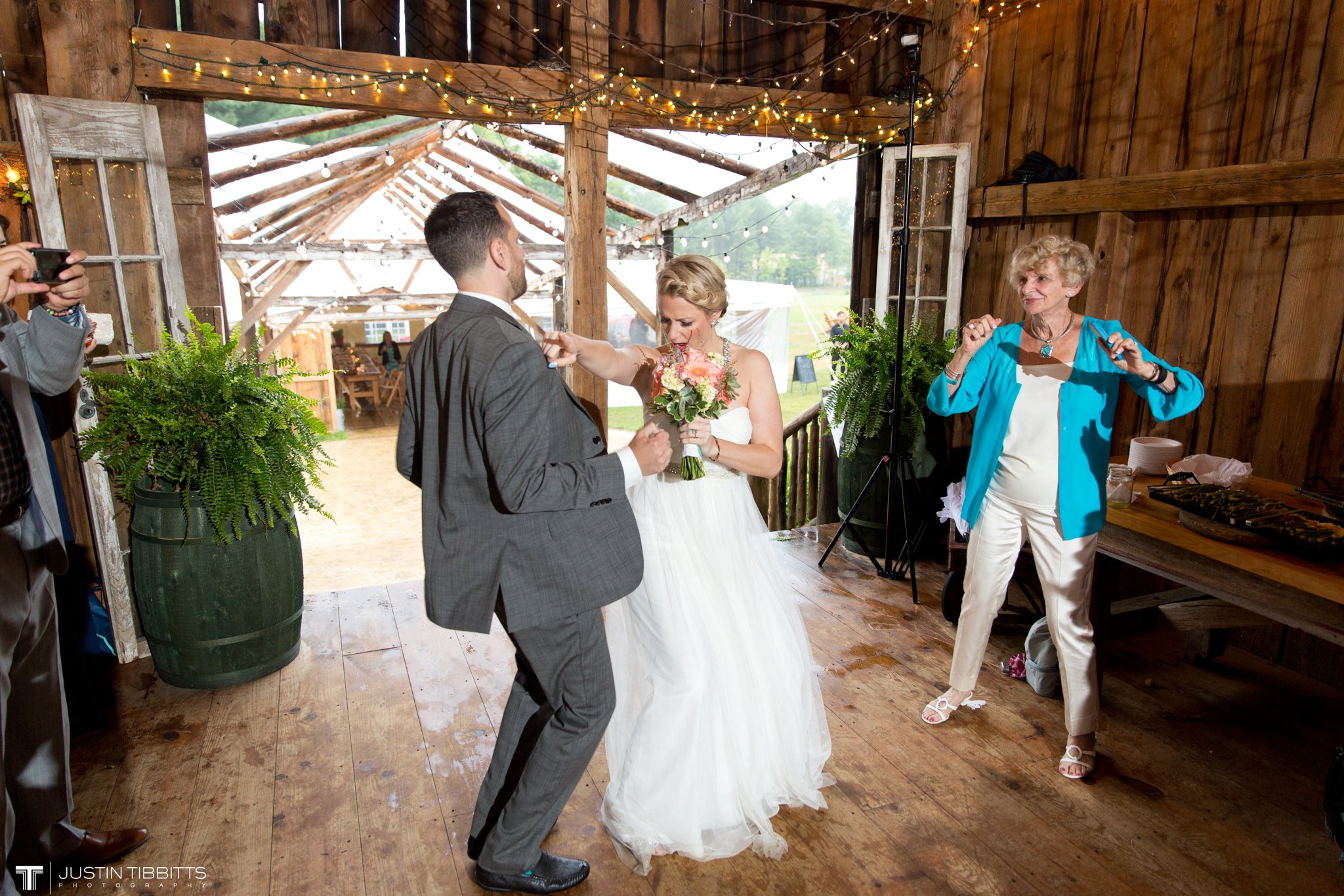 burlap-and-beams-wedding-photos-with-joran-and-molly_0101