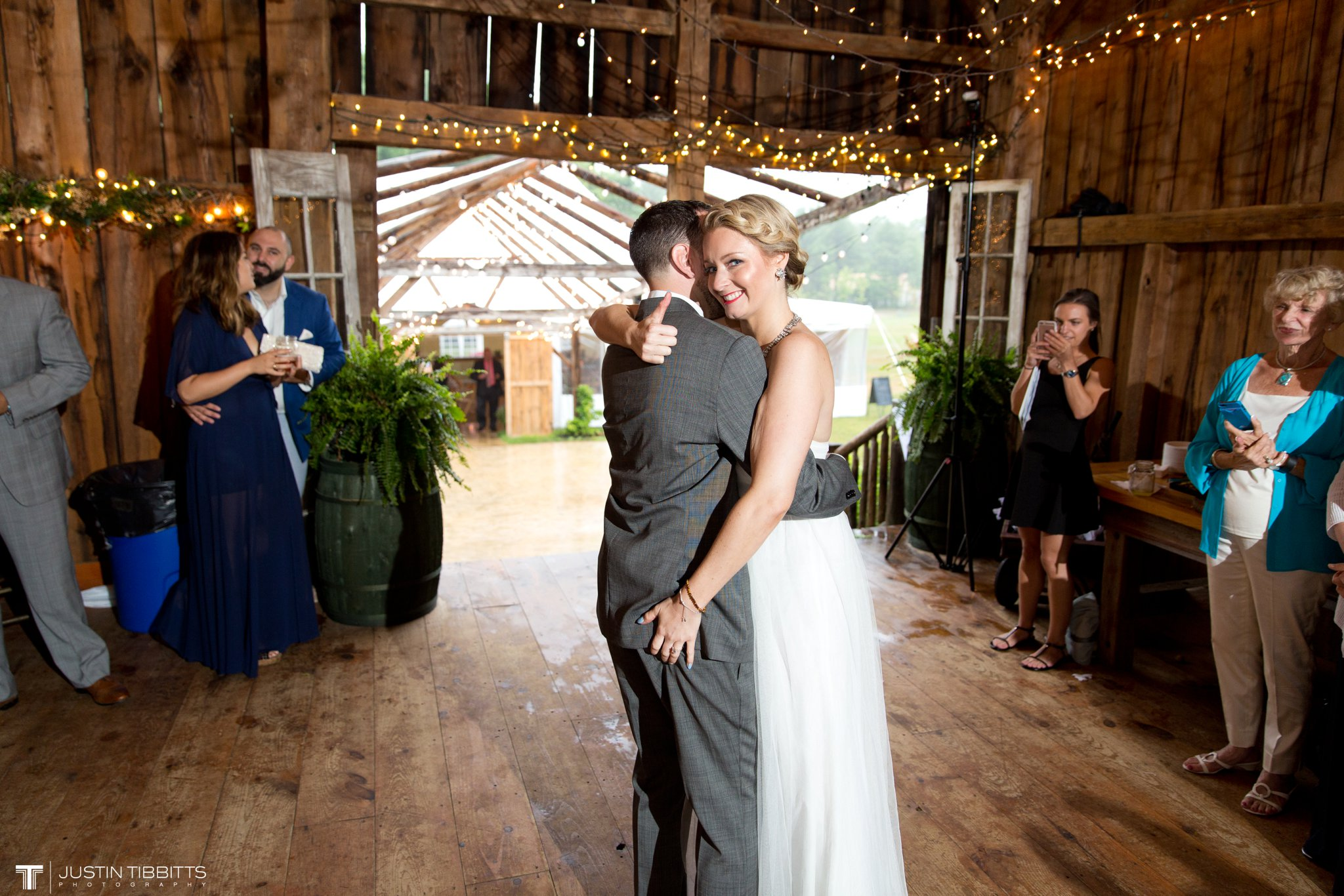 burlap-and-beams-wedding-photos-with-joran-and-molly_0102