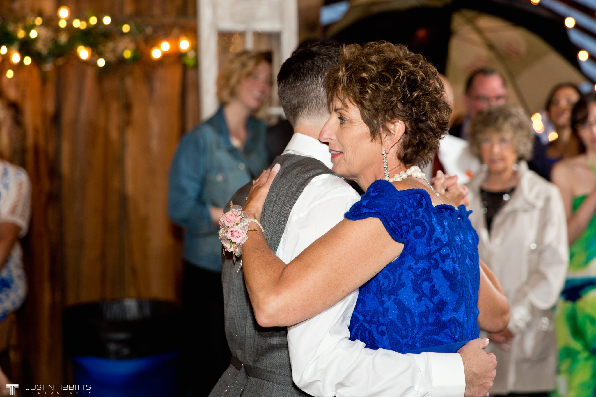 burlap-and-beams-wedding-photos-with-joran-and-molly_0116