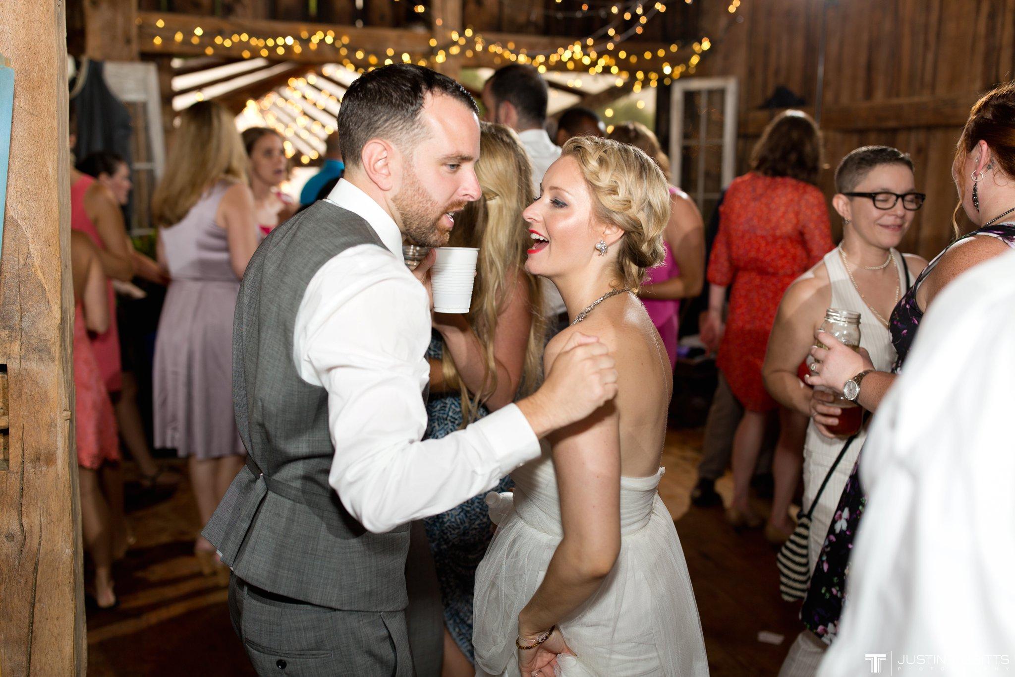 burlap-and-beams-wedding-photos-with-joran-and-molly_0125