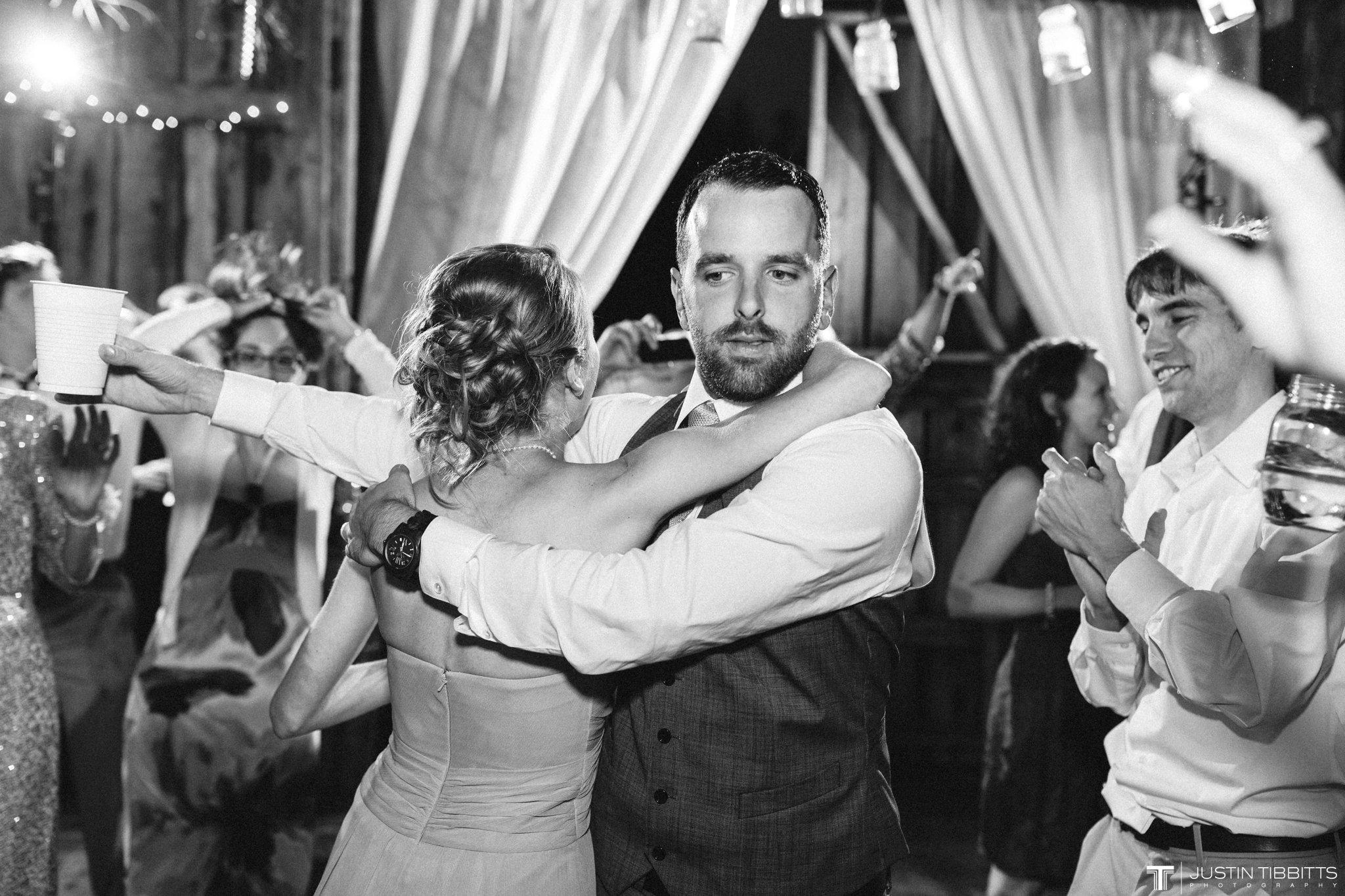 burlap-and-beams-wedding-photos-with-joran-and-molly_0130
