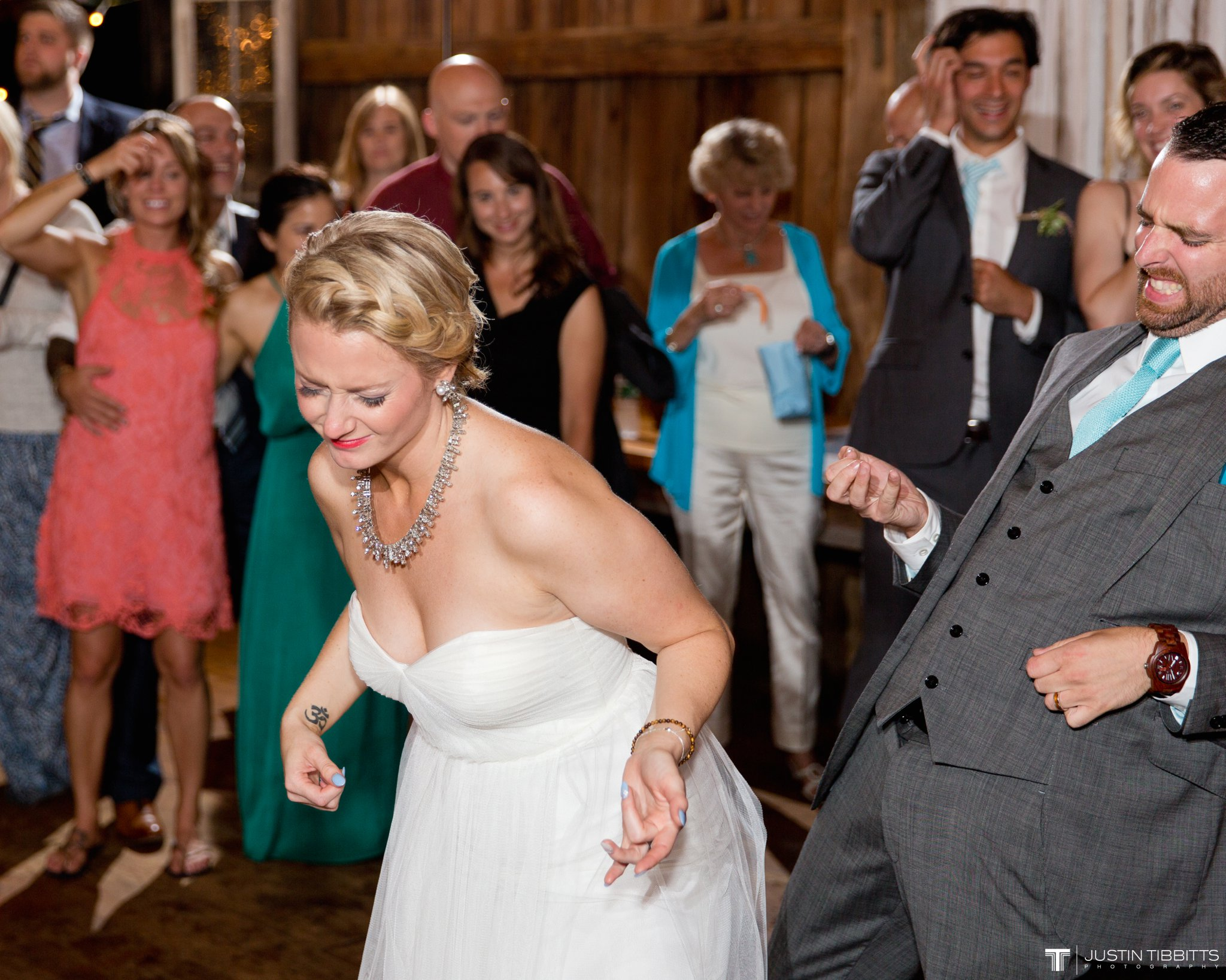 burlap-and-beams-wedding-photos-with-joran-and-molly_0139