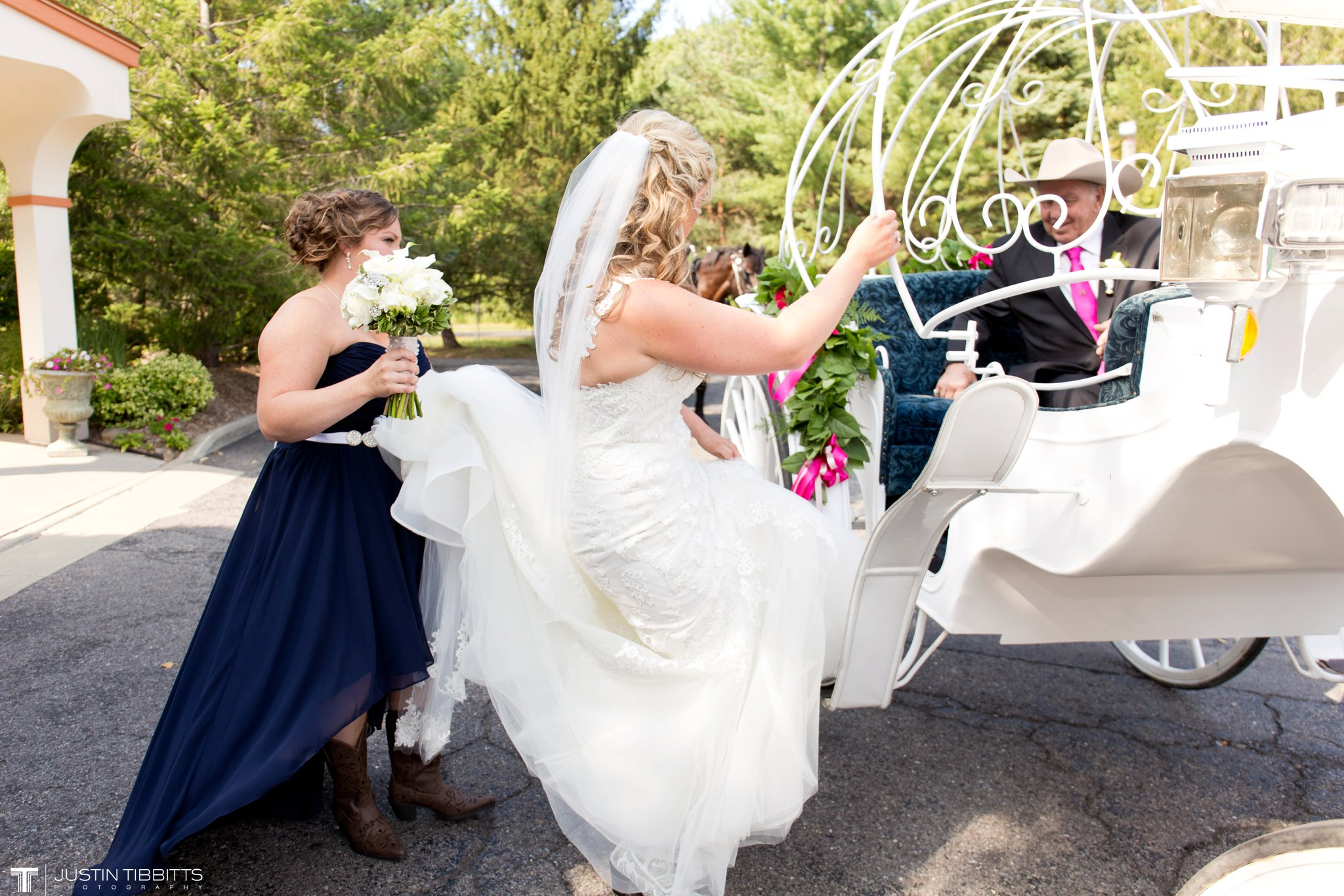 Birch Hill Wedding Photos with Savanna and Zachary_0024