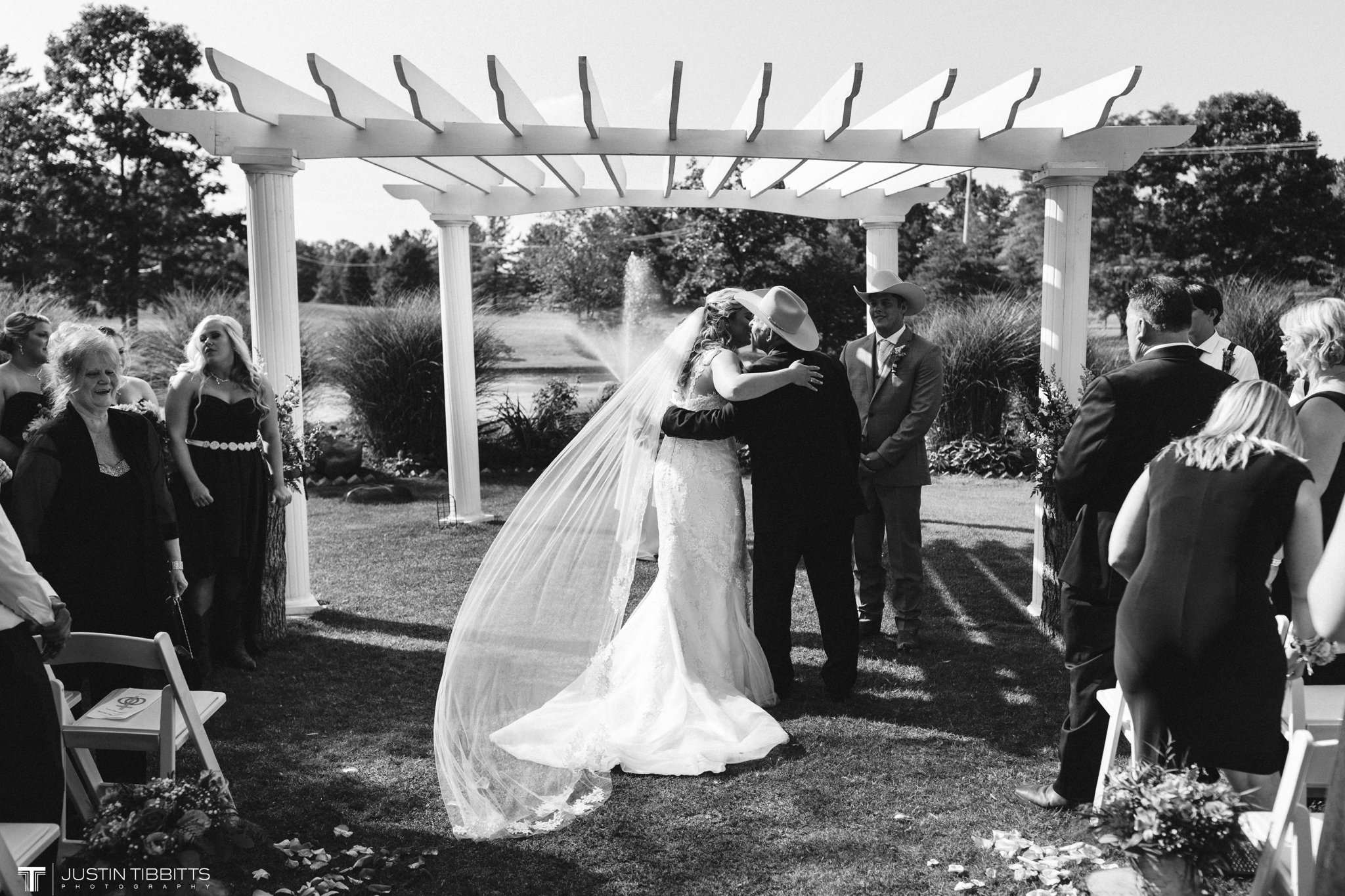 Birch Hill Wedding Photos with Savanna and Zachary_0042