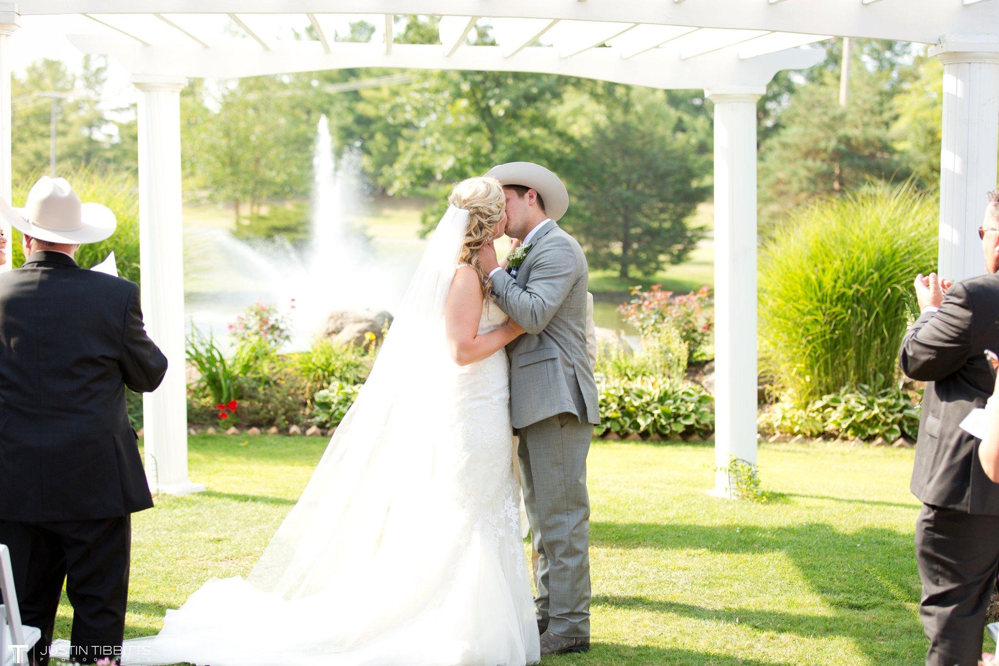 Birch Hill Wedding Photos with Savanna and Zachary_0055
