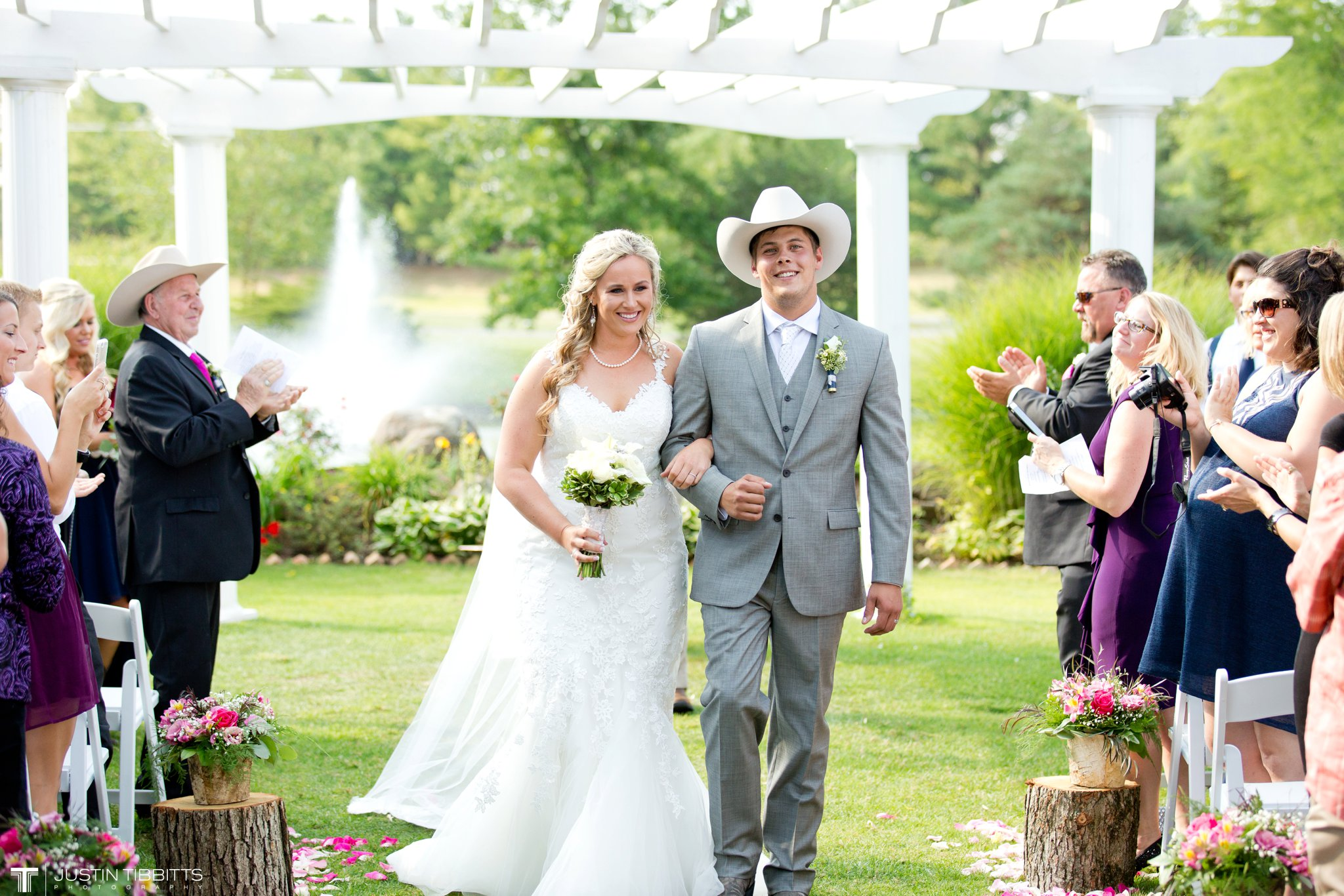 Birch Hill Wedding Photos with Savanna and Zachary_0056