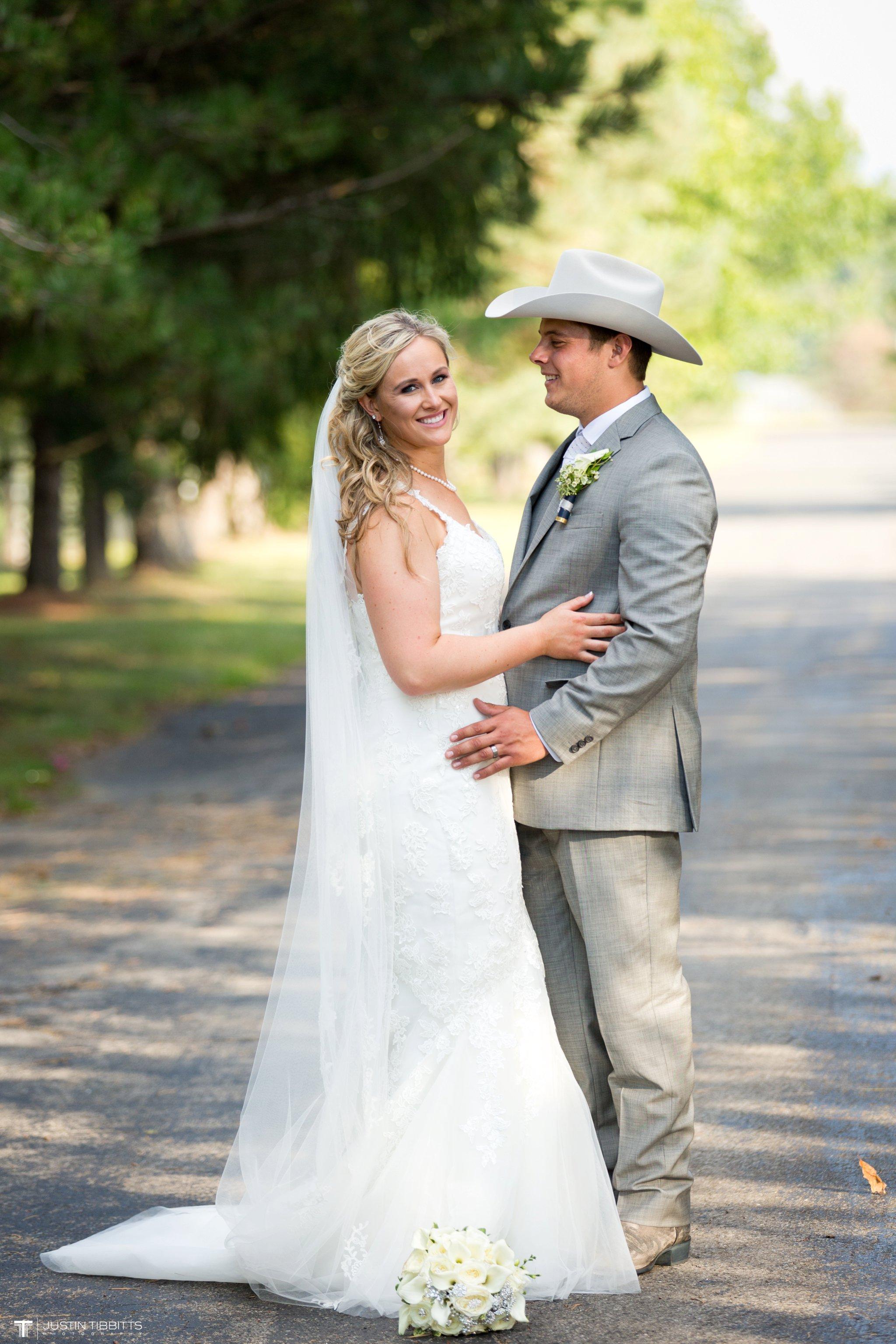 Birch Hill Wedding Photos with Savanna and Zachary_0080