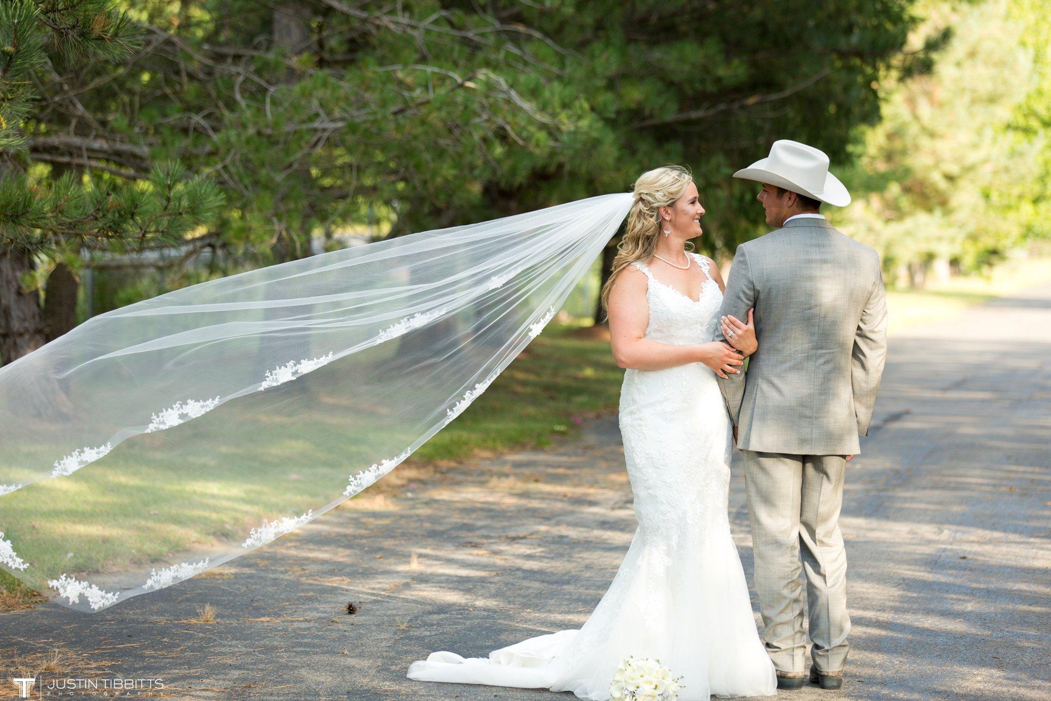 Birch Hill Wedding Photos with Savanna and Zachary_0081