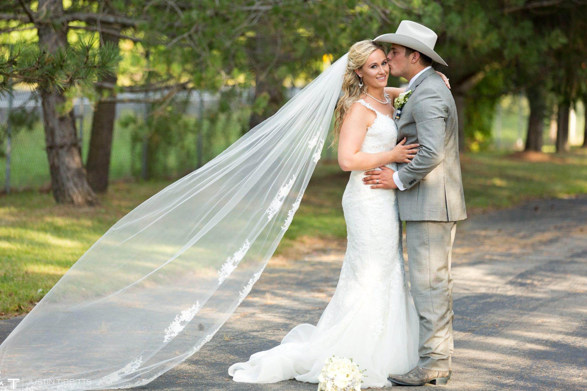 Birch Hill Wedding Photos with Savanna and Zachary_0082