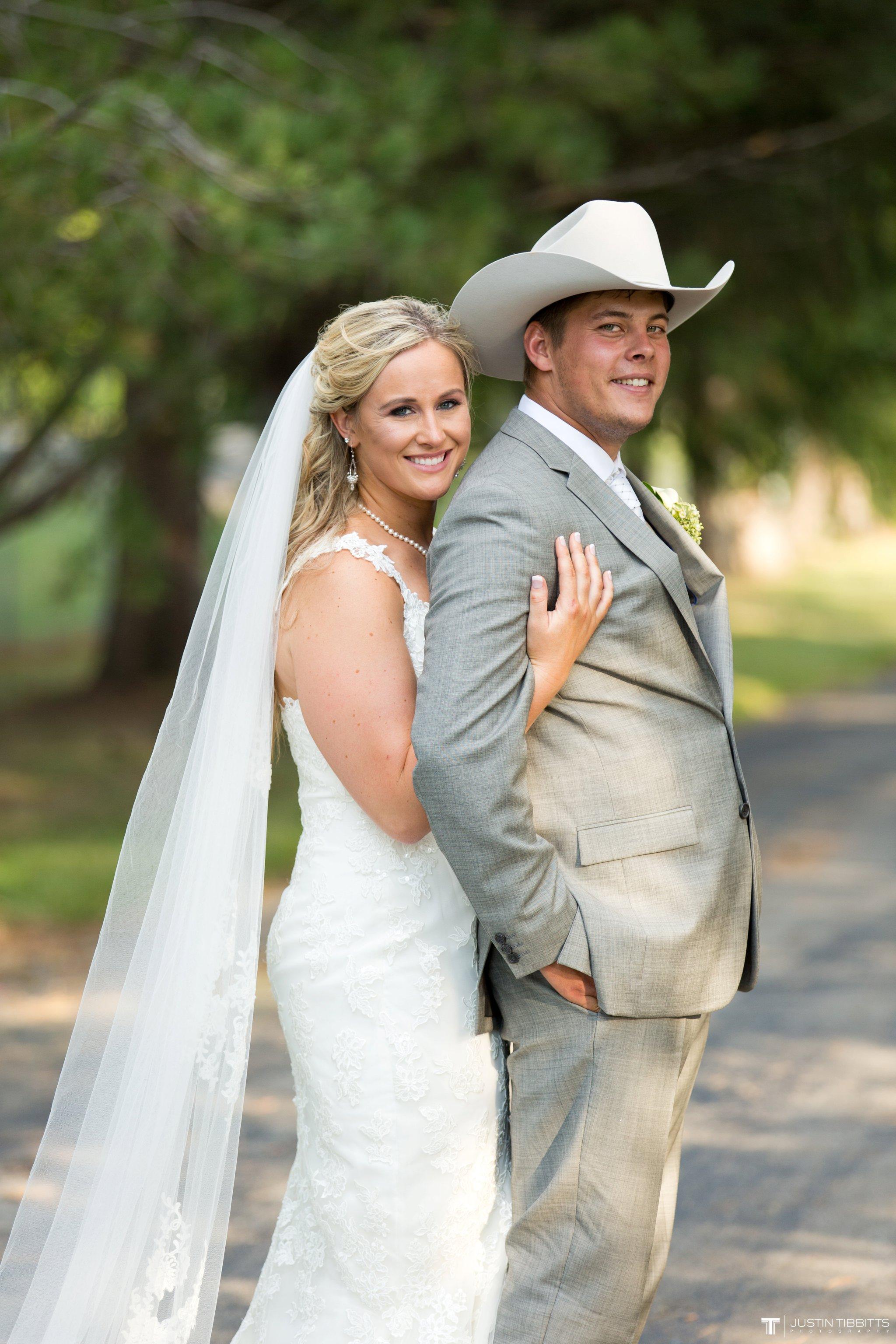 Birch Hill Wedding Photos with Savanna and Zachary_0083