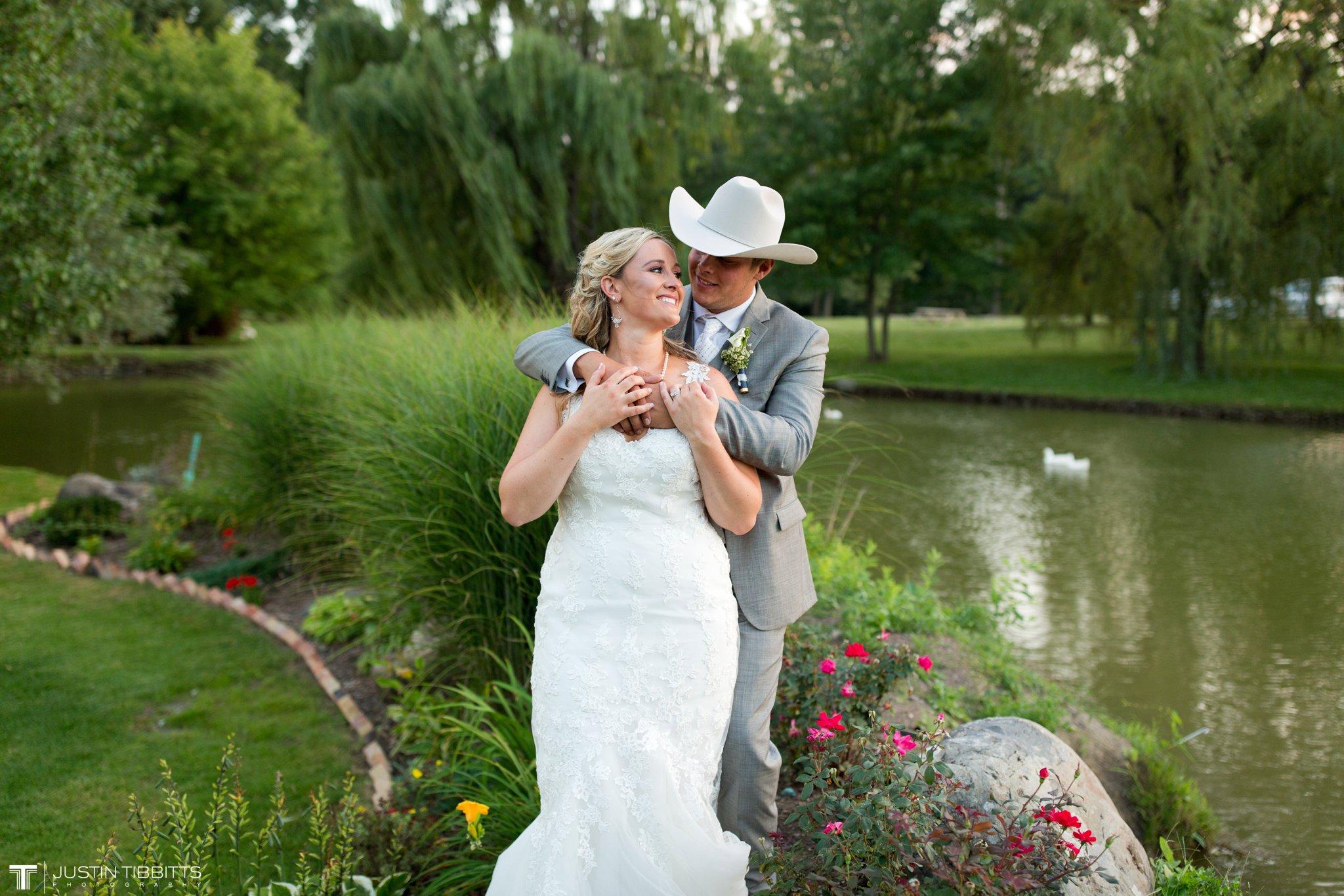 Birch Hill Wedding Photos with Savanna and Zachary_0110