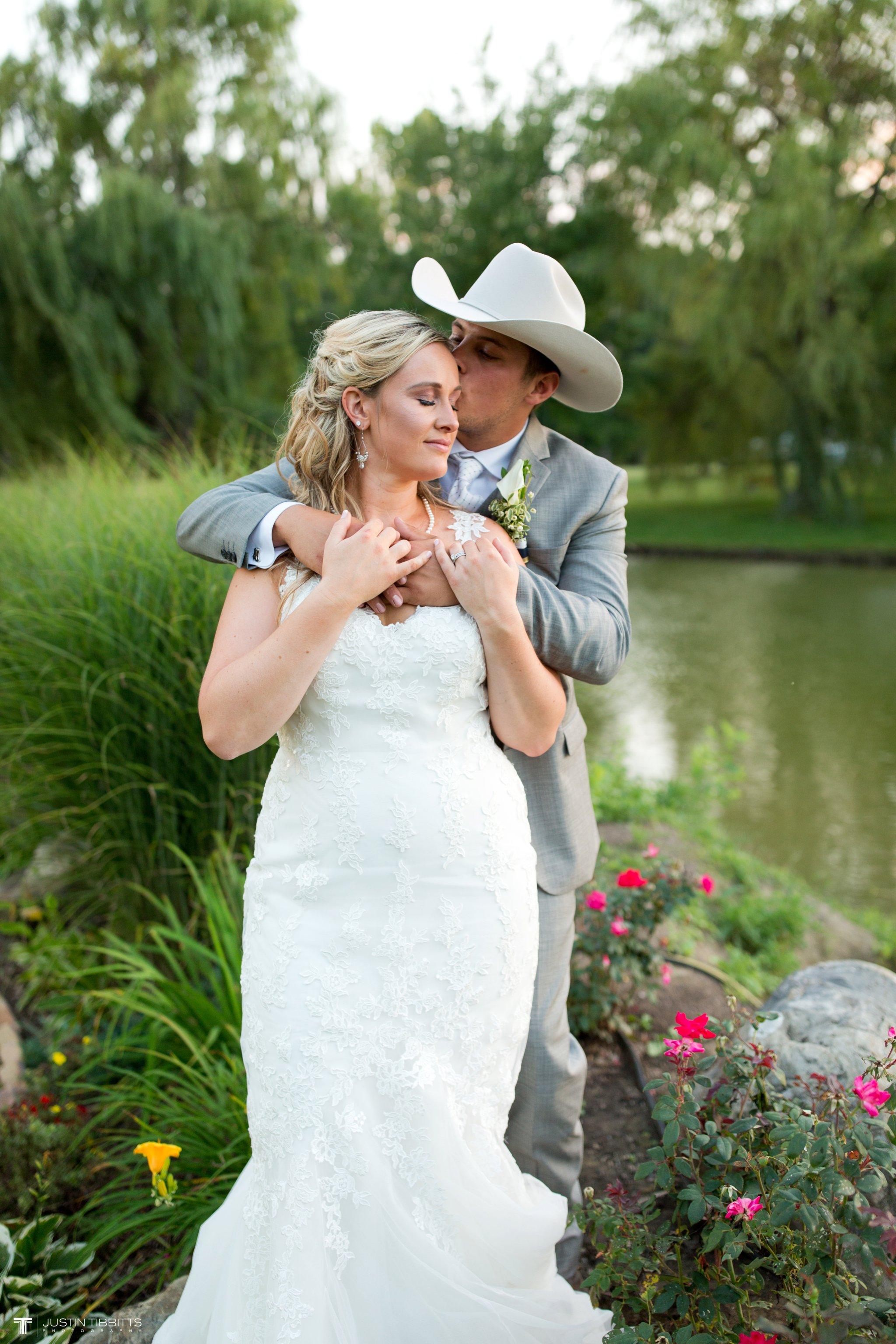 Birch Hill Wedding Photos with Savanna and Zachary_0111