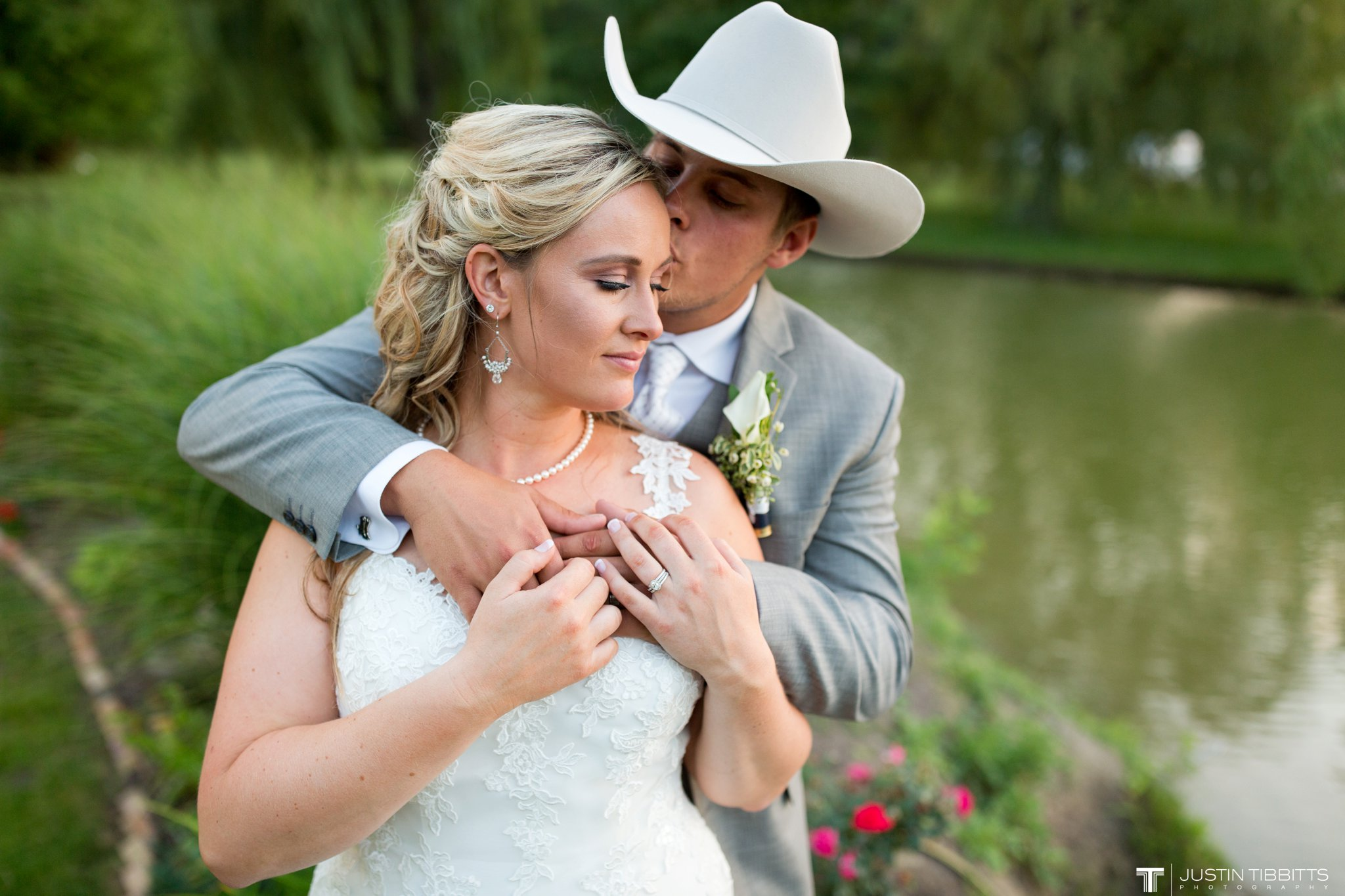 Birch Hill Wedding Photos with Savanna and Zachary_0112